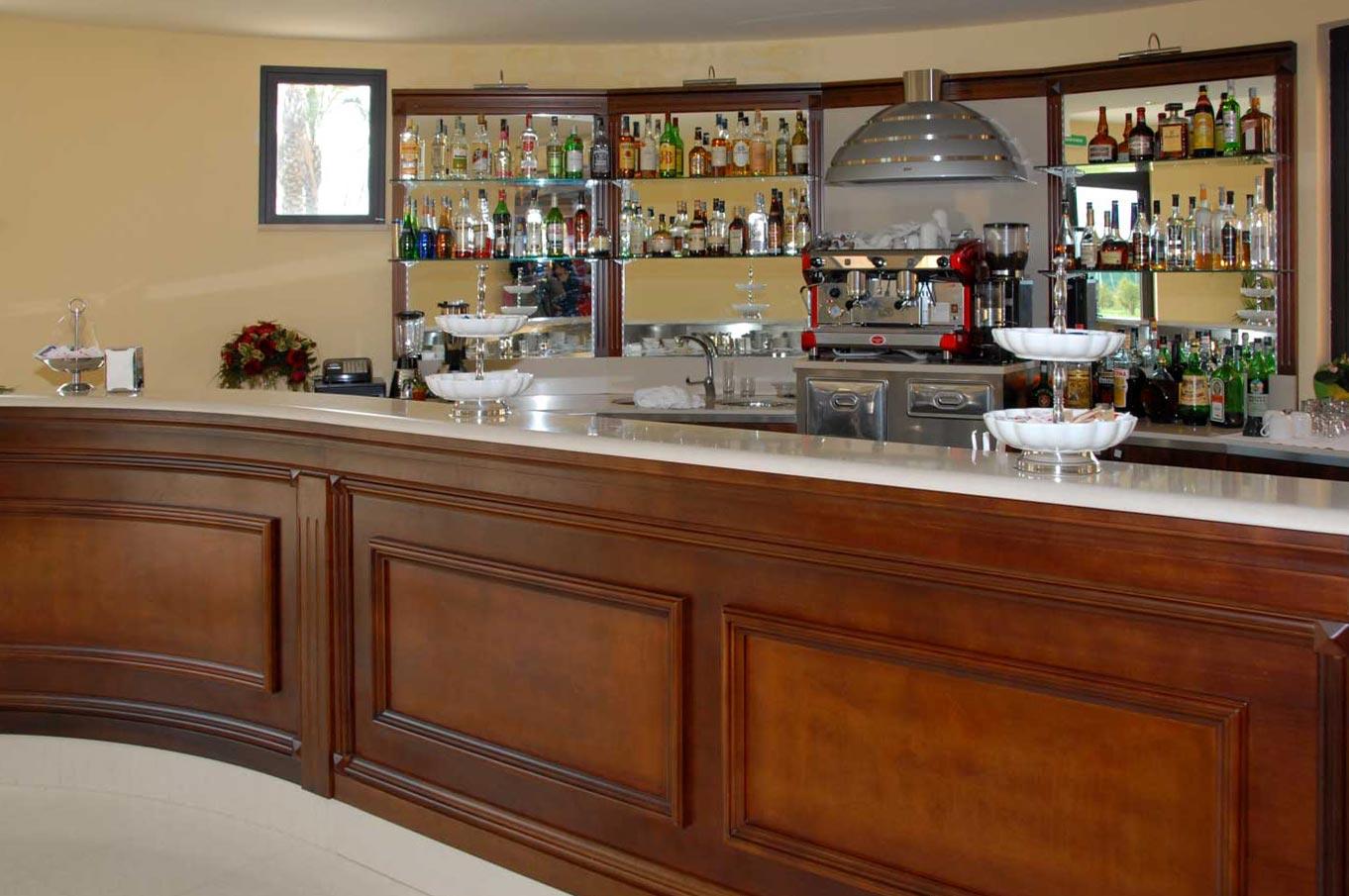 Arredamento Bar Legno.Arredo Bar Classico Erresse Legno Arredamenti